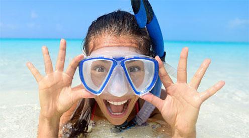 The girl using scuba mask