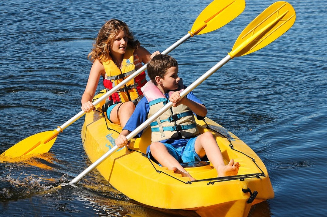 two kids kayaking